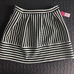 🖤Black and white striped mini🖤